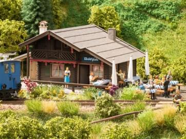Noch 66403 - Christl-Hütte mit micro-motion Kellnerin