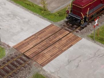 Noch 67105 - Bahnübergang Holzbohlen