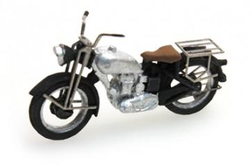 Artitec 387.05 SR - Motor Triumph civiel zilver  ready 1:87