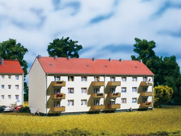 Auhagen 13332 - Mehrfamilienhaus
