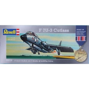 """Revell 00019 - """"Revell Classic; Limited Edition"""" 1:60 F74-3 Cutlass"""