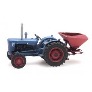 Artitec 387.347 - Traktor Ford met kunstmeststrooier  ready 1:87