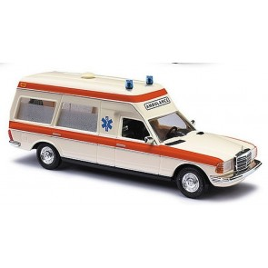 Busch 522001 - Mercedes-Benz VF123 Miesen Ambulance Holland