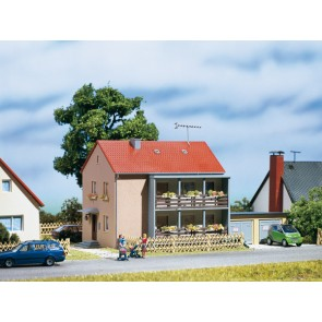 Auhagen 12236 - Mehrfamilienhaus