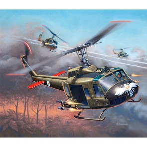 Revell 04983 - Bell® UH-1H® Gunship_02_03_04_05_06_07