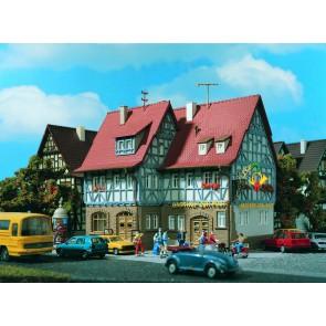 Vollmer 43637 - H0 Gasthof zur Post mit Innen