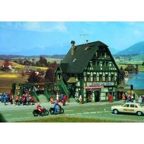 Vollmer 43736 - H0 Gasthaus mit Metzgerei und_02